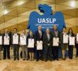 """UASLP reconoce a 17 egresados distinguidos y les otorga la medalla """"Espíritu universitario"""""""