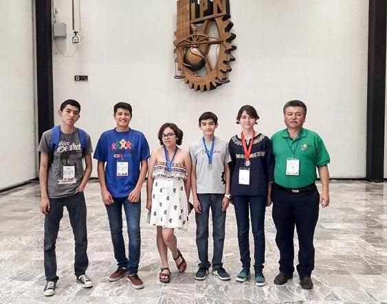 Alumna de Cobach gana plata en olimpiada de informática