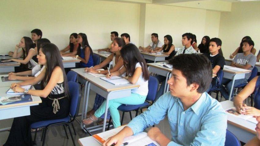 Becas para jóvenes universitarios, compromete RGC