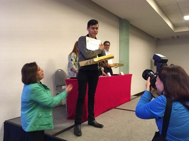 Alumno de Cobach gana medalla de oro en Olimpiada de Historia
