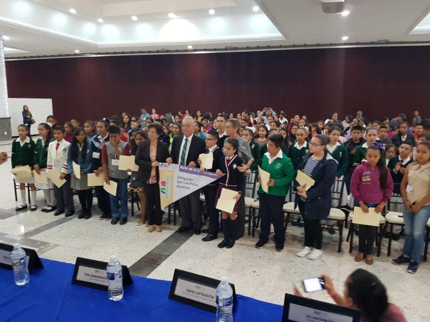 Abanderan ganadores de la olimpiada del conocimiento infantil 2018