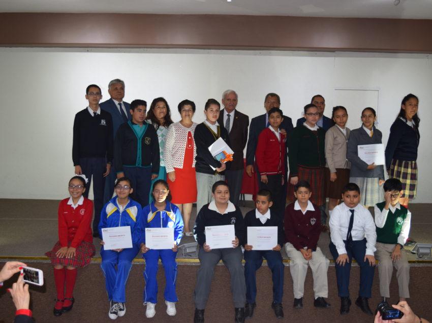 Premian excelencia académica a alumnos y maestros del SEER