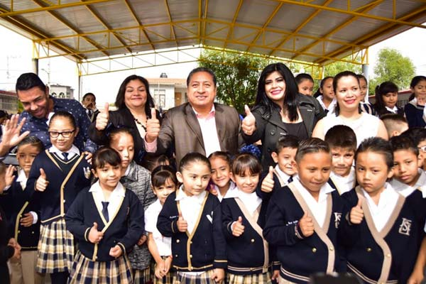 Alcalde de Soledad entrega techado en la primaria, Jesús Silva Herzog