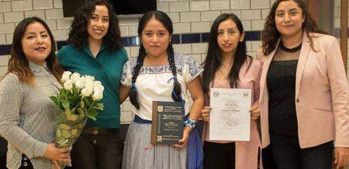Joven otomí se gradúa con honores de la UNAM