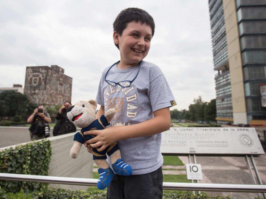 1 millón de 'niños genio', como Carlos Santamaría, sin atención en México