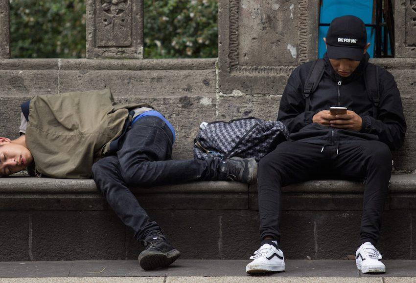 Ingresos de los jóvenes en México no alcanzan para comida, transporte, educación, salud: Coneval