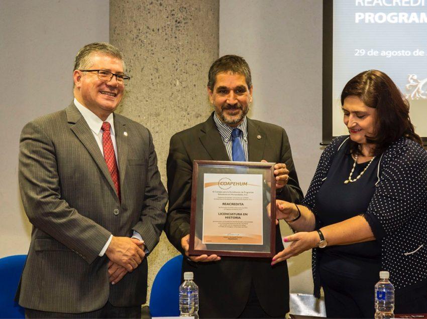 Recibe UASLP primera re acreditación a su programa de Historia