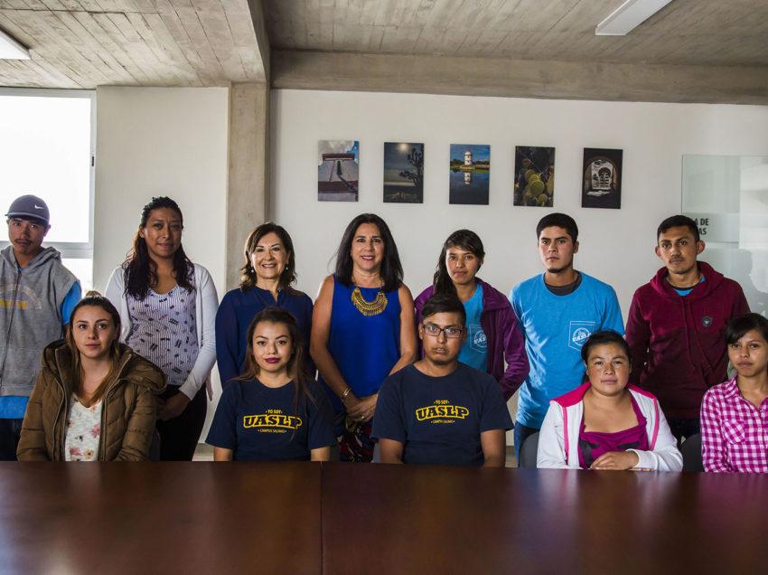 Voluntariado de la UASLP otorgó primer incentivo a estudiantes becados del Campus Salinas