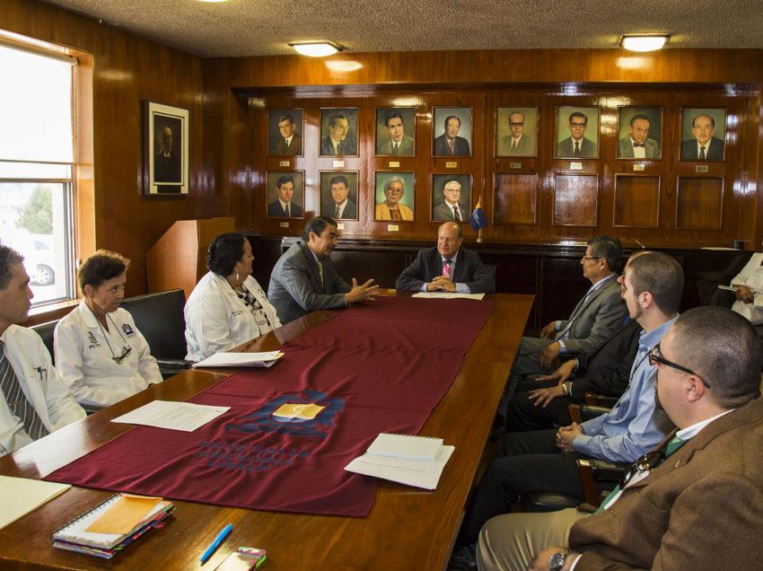 Recibe la Facultad de Medicina a evaluadores del COMAEM