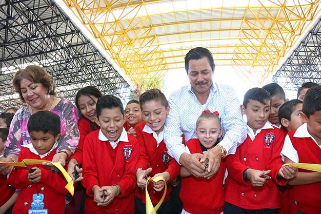 Ayuntamiento de SLP entrega techado de la primaria Jesús M. Isais