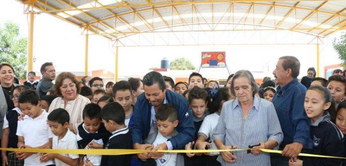 Alcalde Ricardo Gallardo entrega techado en escuela Primaria Benito Juárez