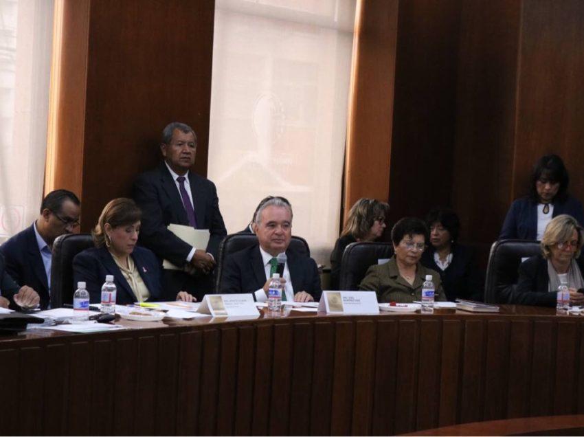 Diputados reconocen trabajo en materia de educación durante comparecencia
