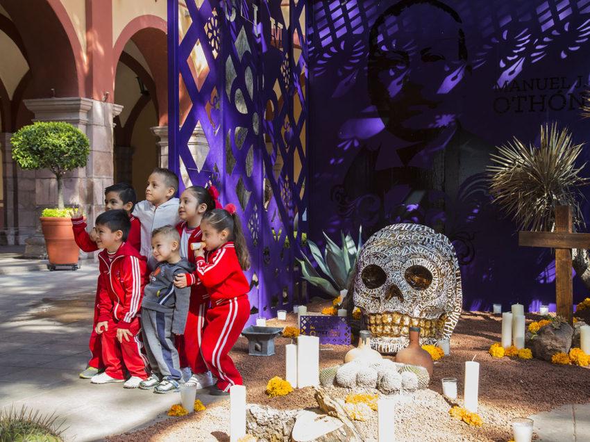 Patio Central de la UASLP ofrece Altar de muertos en honor al poeta Manuel José Othón
