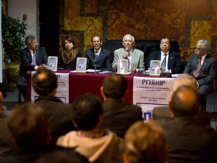 """Presentan el Libro """"PRONAP y los Centros de Maestros"""