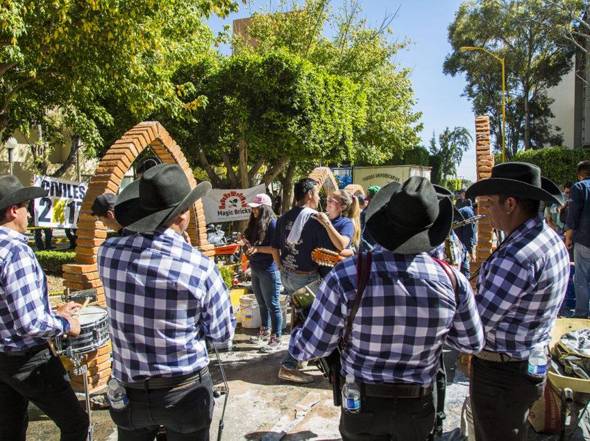Facultad de Ingeniería realizó el 13° Concurso de levantamiento de bardas