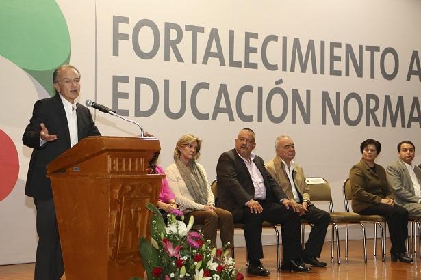 Entregan recursos para el Fortalecimiento de la Educación Normal