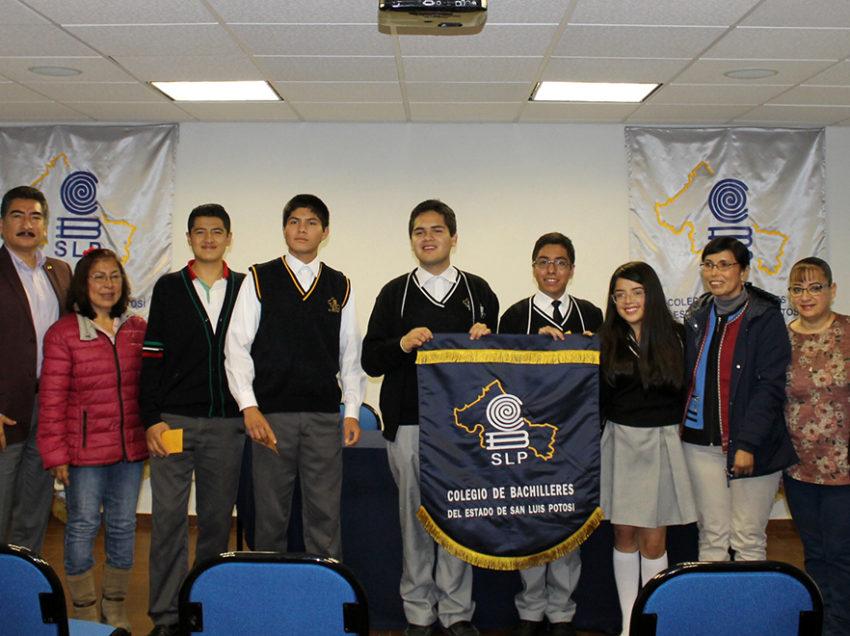 Abanderan a estudiantes del Cobach rumbo a olimpiadas de biología y física