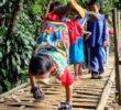 Abdul, el niño que recorre 6 km gateando para llegar a la escuela