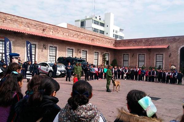 Estudiantes de nivel básico visitan el cuartel de la XII Zona Militar