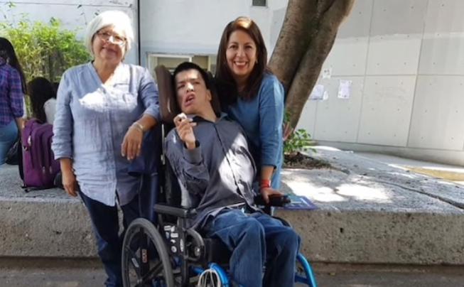 Joven con parálisis cerebral, será profesor en la UNAM