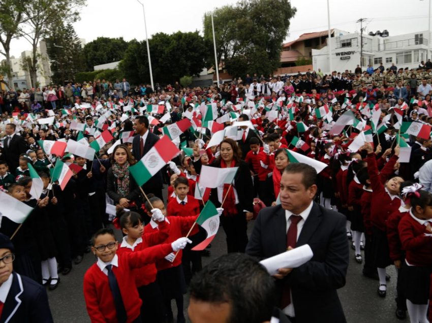 Conmemoran Día de la Bandera Mexicana