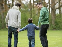 Niños con padres gays tienen mejor rendimiento escolar: estudio universitario