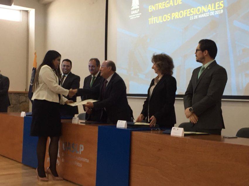 Campus Salinas de la UASLP otorgó primeros títulos a profesionistas egresados