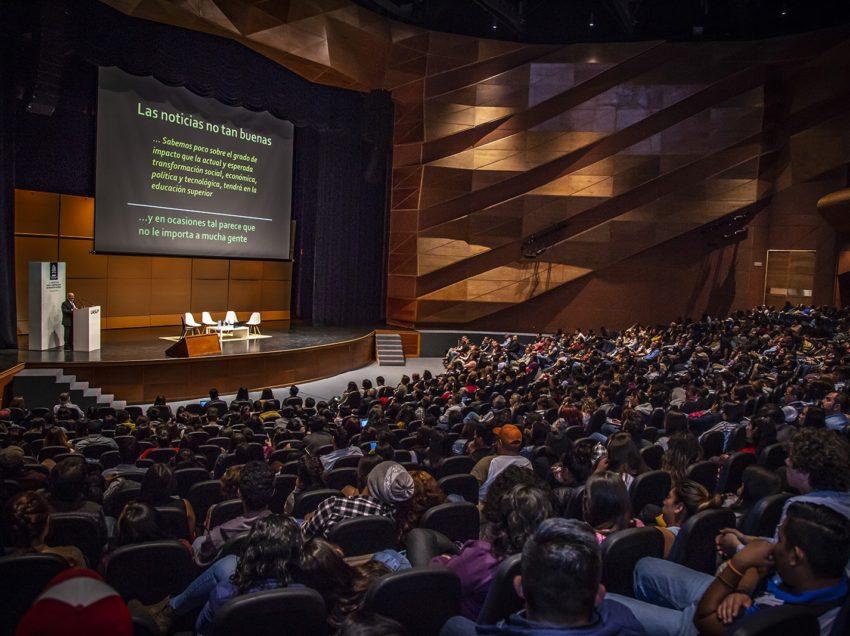 Amplia participación recibió el foro: La Universidad ante la Construcción de una Nueva Sociedad