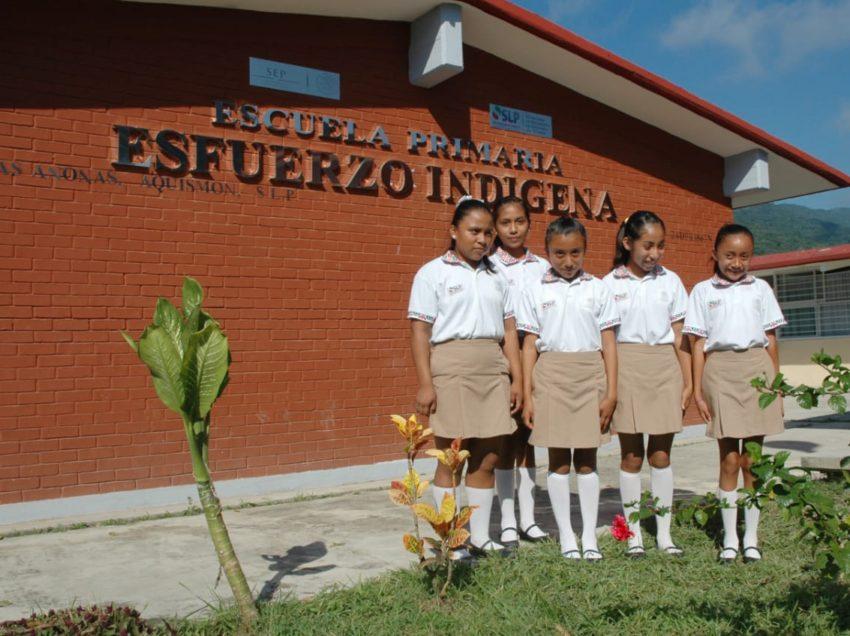 Gobierno del Estado fortalece apoyos a la educación indígena en SLP