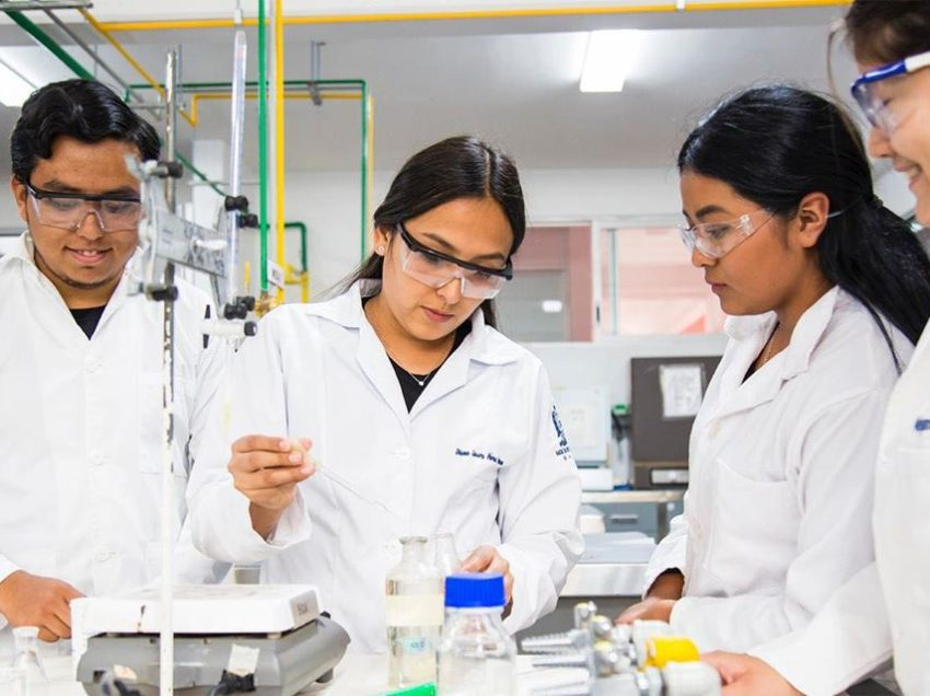 Continúa trabajando la facultad de ciencias en muestras de laboratorios clínicos al servicio de la sociedad