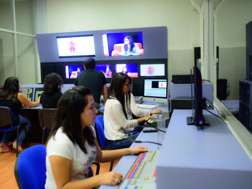 Maestros aplican la tecnología ante la contingencia universitaria: UASLP