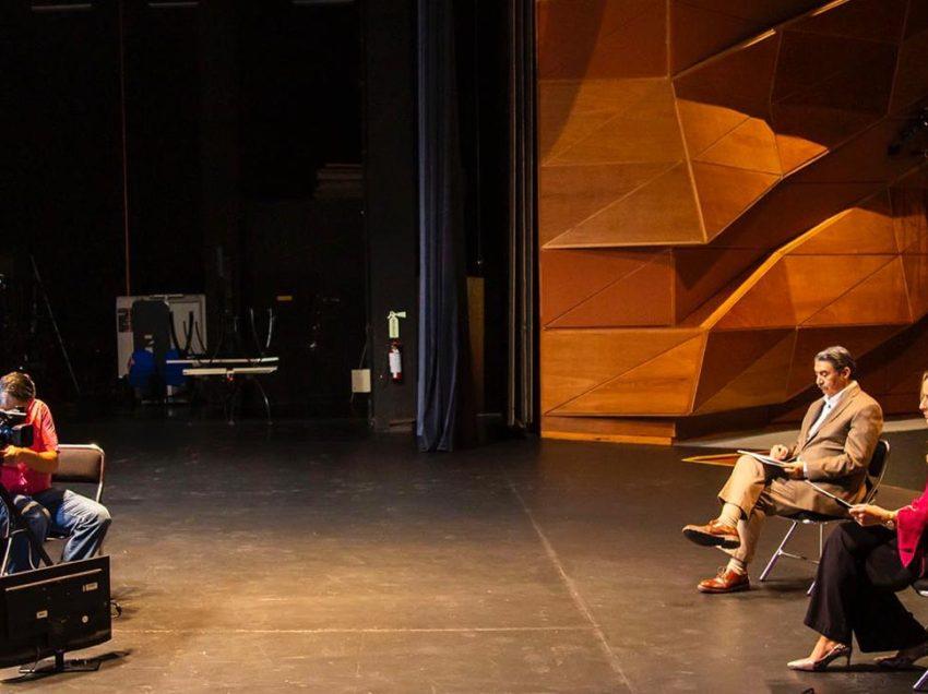 La UASLP entregó un reconocimiento a la trayectoria del actor Héctor Bonilla