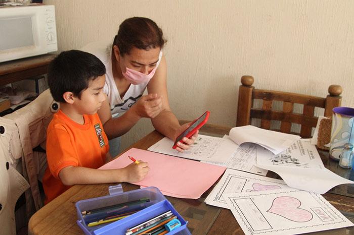 Transformar hogar en salón y oficina; retos de mujeres en pandemia