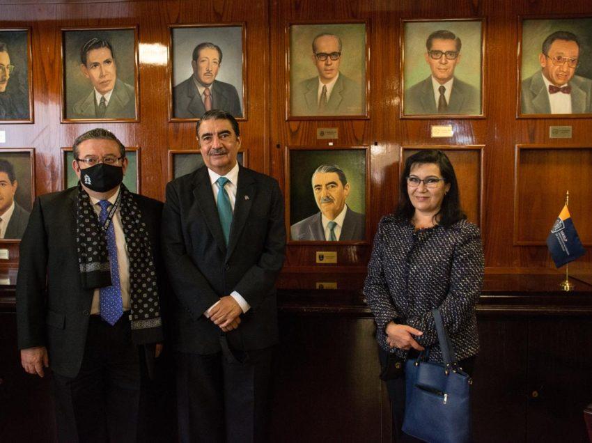 Facultad de Medicina reconoce labor del doctor Alejandro Zermeño Guerra